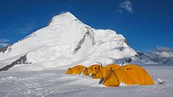 Nun Peak in Himalaya, una salita della montagna più alta dello Zanskar in India
