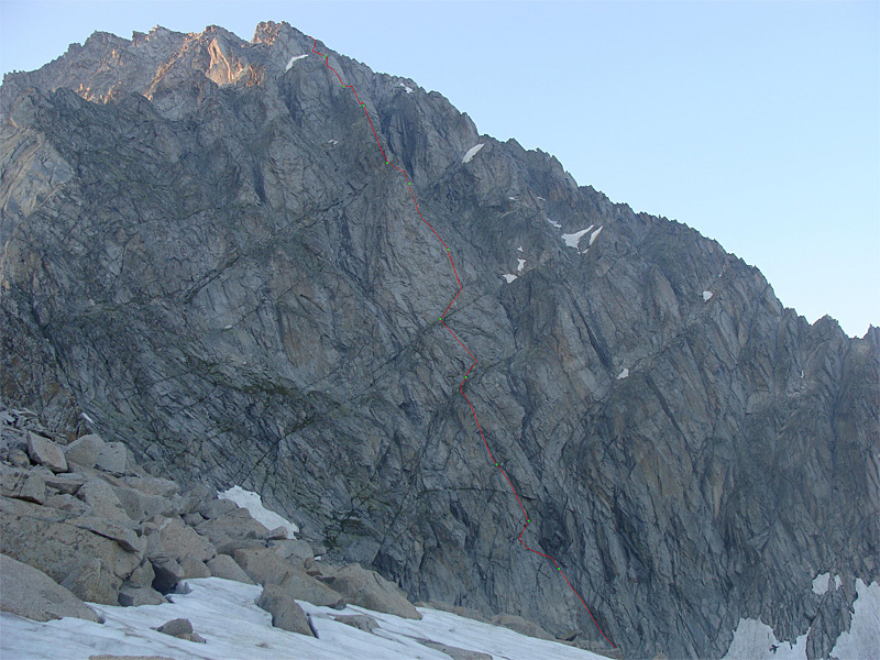 The route line of Sogni Erotici (500m, TD, V, VII) on the South Face of Carè Alto.