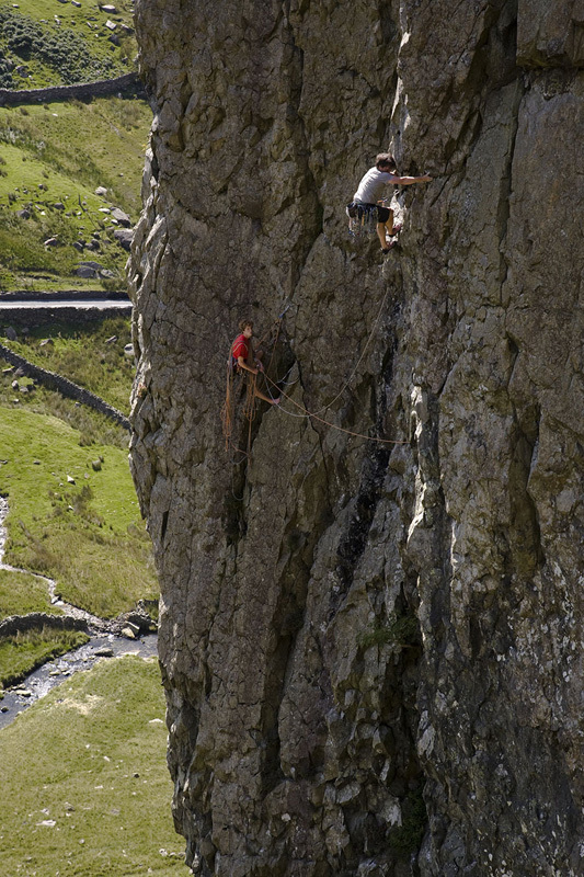 Johnny Dawes on-sight during the first ascent of his new route The Bolton Wanderer E7, Llanberis Pass, Wales, Dave Brown