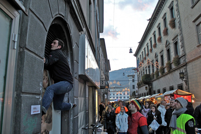 Sondrio Street Climbing 2011: Manuel Orlandi at the Golden Point, Luca Maspes