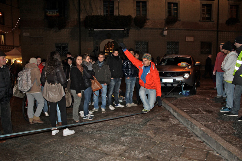 Sondrio Street Climbing 2011: slackline, Luca Maspes
