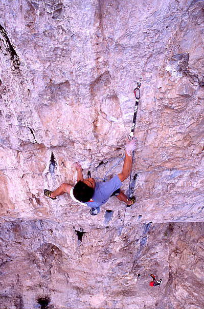 Yuji Hirayama su Kryptonite 5.14 d / 9a, The Fortress, Olivier Appourchaux