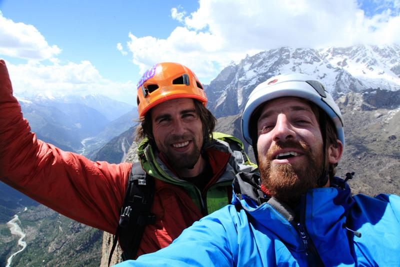 Yannick Boissenot e Giovanni Quirici in cima alla via Trishul direct sulla inviolata cima Shoshala (4700m) nella Baspa Valley in India. , Yannick Boissenot
