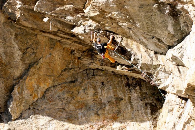 Lorenzo De Bonis climbing L Coup 'd Roure 8a, Coup di Rore, archivio Scassa