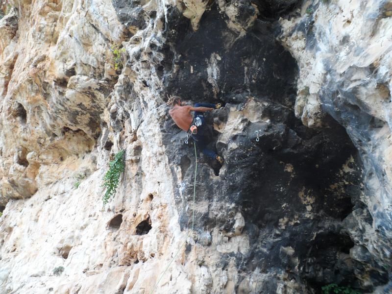 Vincenzo Di Maria climbing A 1 mt piove 6c, archivio Puccia