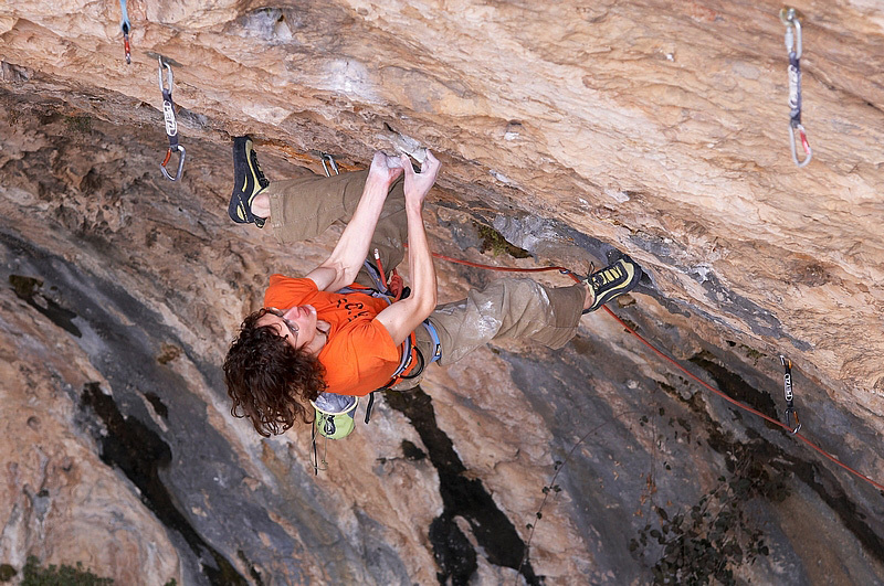 Adam Ondra on Directa Open Your Mind 9a/a+ (Ramon Julian 2008, Santa Linya, Spain Vojtech Vrzba