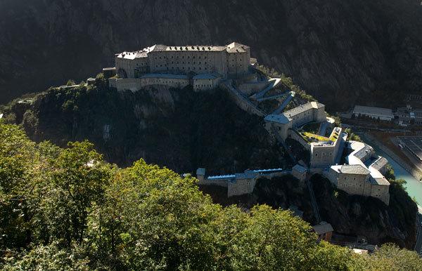 Il 6 ottobre il CAAI (Club Alpino Accademico Italiano) organizza al Forte di Bard (AO) il Convegno Nazionale, mettendo a confronto grandi nomi dell'alpinismo sull'etica delle aperture in montagna., Planetmountain.com