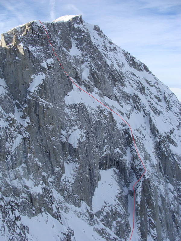 The route line of Alice in Wonderland (550m,TD M5+/A0 Marco Fedrizz, Luca Tamburini, Francesco Salvaterra) Presanella East Face (3558m), archivio Francesco Salvaterra