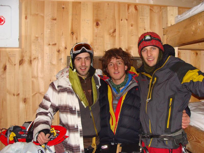 Bivacco in vetta. Da sinistra: Luca Tamburini, Marco Fedrizzi e Francesco Salvaterra, archivio Francesco Salvaterra