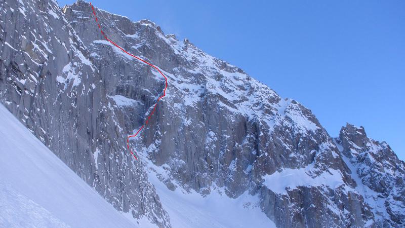 La linea di Alice in Wonderland (550m,TD M5+/A0 Marco Fedrizz, Luca Tamburini, Francesco Salvaterra) parete est della Presanella (3558m), archivio Francesco Salvaterra