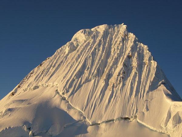 Alpamayo (5.947 metri), Cordillera Blanca, Ande peruviane, arch. Gianfranco Corradini