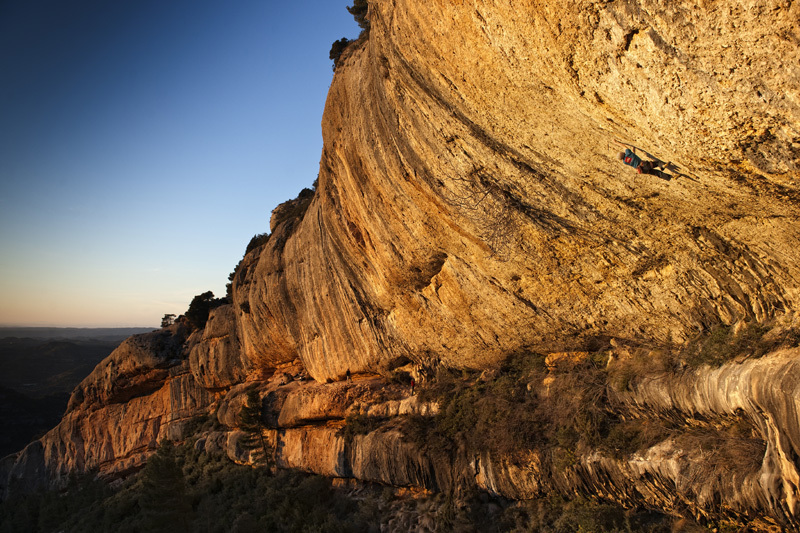 Iker Pou freeing Nit de bruixes 9a+ at Margalef, Spain., Alberto Lessmann/Red Bull Content Pool
