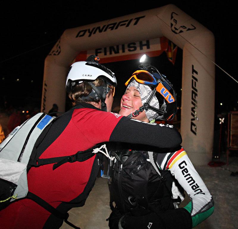L'abbraccio fra Barbara Gruber e Judith Grassl, le vincitrici della 17a edizione della Sellaronda Skimarathon 2012, NewsPower