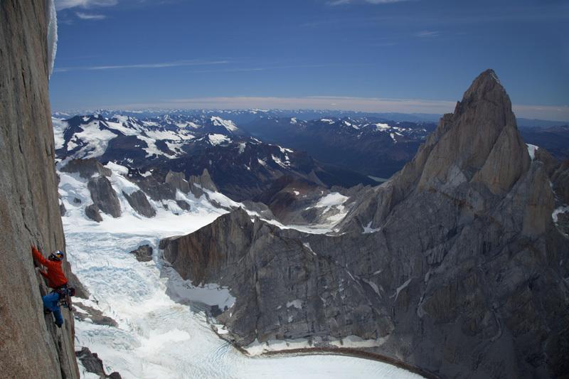 David Lama durante la prima libera della Via del Compressore, Cerro Torre, Patagonia 20-21 gennaio 2012., Lincoln Else/Red Bull Content Pool
