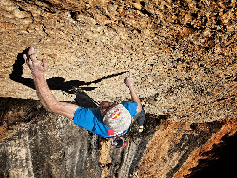 Iker Pou freeing Nit de bruixes 9a+ at Margalef, Spain, Alberto Lessmann/Red Bull Content Pool