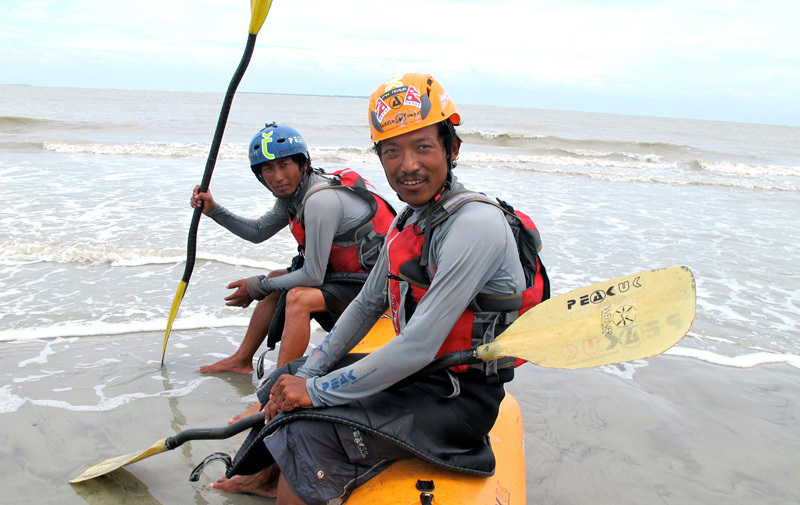 On June 27 2011, Sano Babu Sunuwar and Lakpa Tsheri Sherpa reach the Ganga Saga, Bay of Bengal, where the river from the mountain meets the sea., © Sano Babu Sunuwar
