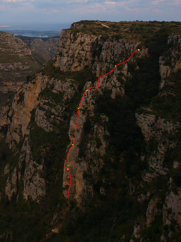 Luci all'orizzonte, (175m, 6a+) at the Cava grande del Cassibile (Siracusa, Sicily), established by Giorgio Iurato in January 2012, Giorgio Iurato