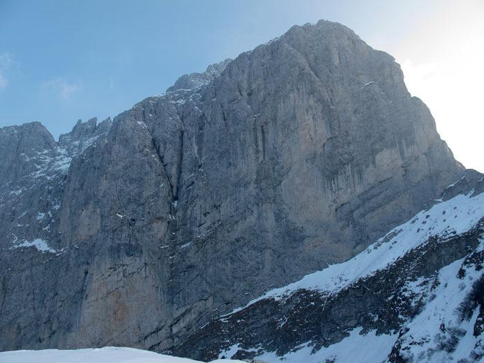 Il 2-3/03/2012 Maurizio Panseri, Daniele Natali e Alessandro Ceribelli hanno effettuato la prima invernale della via Direttissima sulla parete nord della Presolana. ,