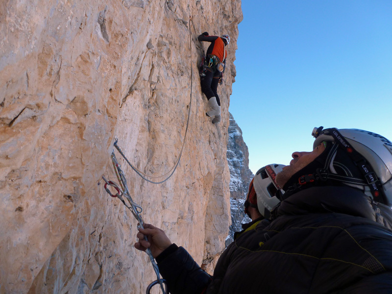 Rolando Larcher climbing the crux pitch of Via Cembridge (550m, 7b+ (6c oblig), Cima Margherita, Brenta Dolomites., archivio Larcher, Giupponi e Leoni