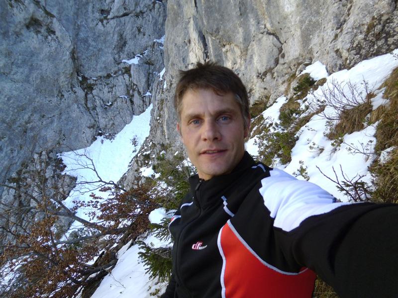 Marco Anghileri 24 febbraio - Sulla cengia verso l'attacco, Marco Anghileri