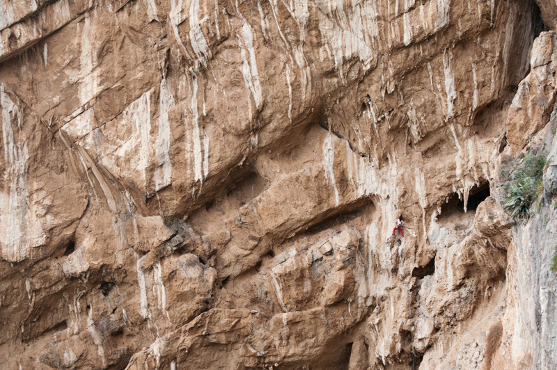Giovanna Pozzoli, a tiny dot at the crag Mirabella, Pietro Bagnara