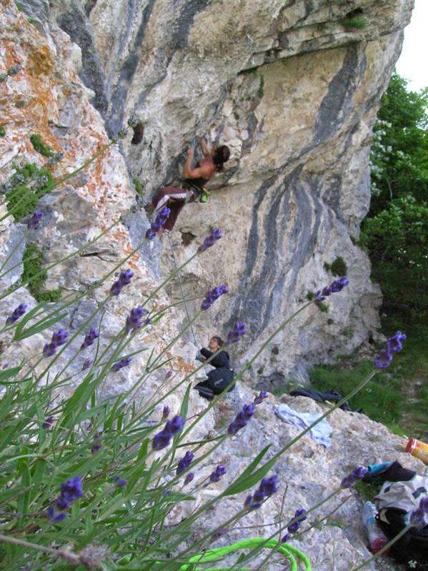 Anna Gonzalez climbing Smack my Crack 8a, Pian Bernardo,