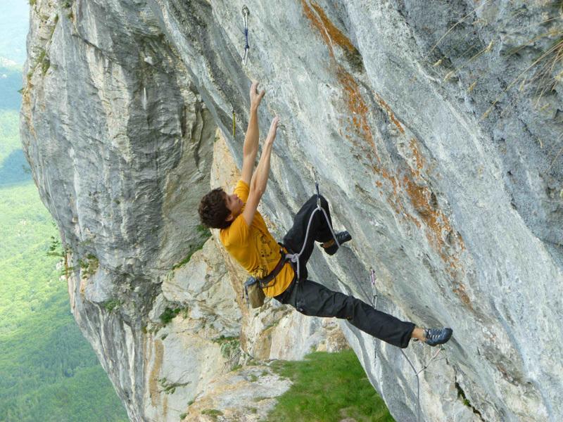 Carlo Giuliberti climbing Full Contact 8b+,