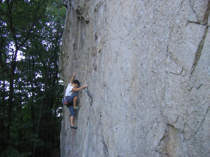 Andrea Ragazzi in arrampicata a Rocca Pendice, Planetmountain