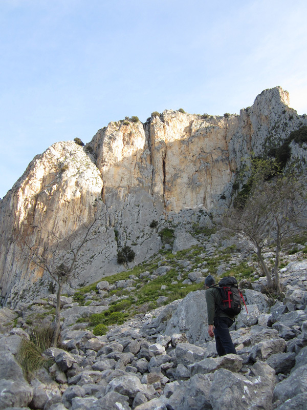 Il Paradiso all'improvviso: Max Flaccavento durante l'avvicinamento alla Rocca Calanna, archivio Max Flaccavento