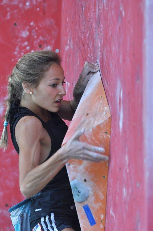 Sasha DiGiulian durante il Campionato del Mondo di arrampicata 2011 ad Arco., Giulio Malfer