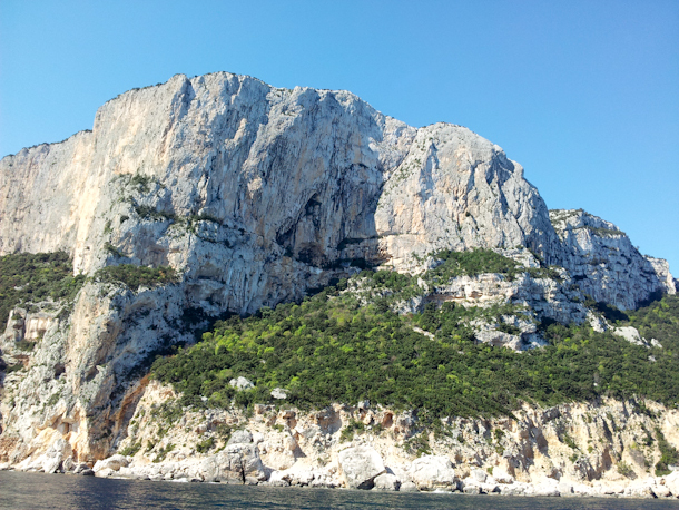 Punta Plumare in Sardinia. Aria takes a line through the central overhang, while Fedeli alla Linea (6c, 500m Simone Sarti, Enzo Lecis, Maurizio Oviglia 1999-2000) is located on the left., Pearson archive