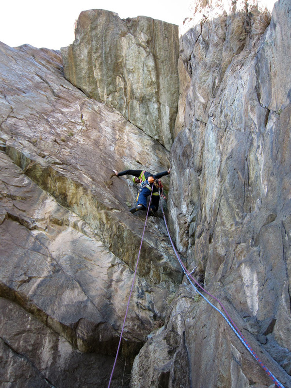 Arrampicata tra sul Pilier Rhodo a Montjovet, Valle d'Aosta, Marco Spataro