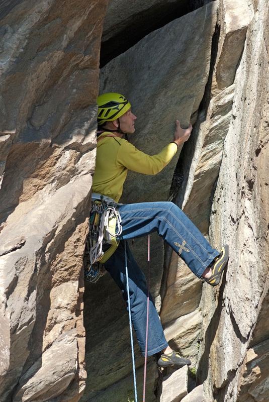 Trad climbing on Pilier Rhodo a Montjovet, Valle d'Aosta, Marco Spataro