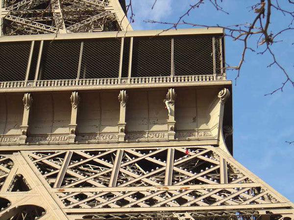 Mike Robertson on the crux of the Eiffel Tower, Pete Lash UKC News