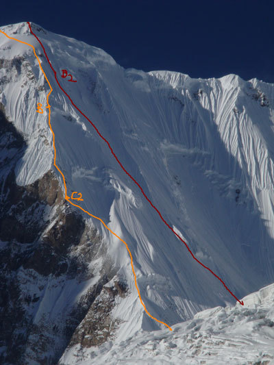 Red line followed by Tomaz Humar (6000-7500 m). Orange line: Hyzer –Kukuzcka Polish Route , Tomaz Humar