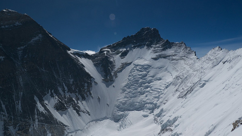 The magnificent view from Nuptse onto Everest and Lhotse, Gerlinde Kaltenbrunner
