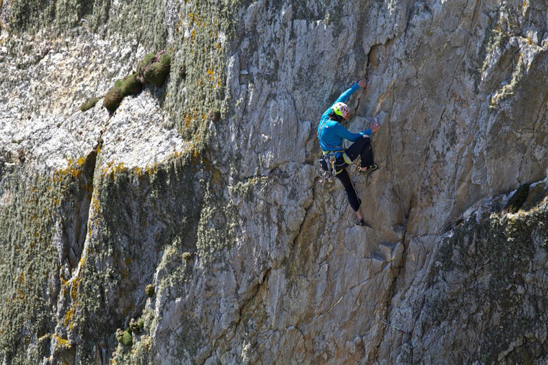05/2012: Hansjörg Auer climbing the route Blue Peter at Gogarth, Hotaches Production