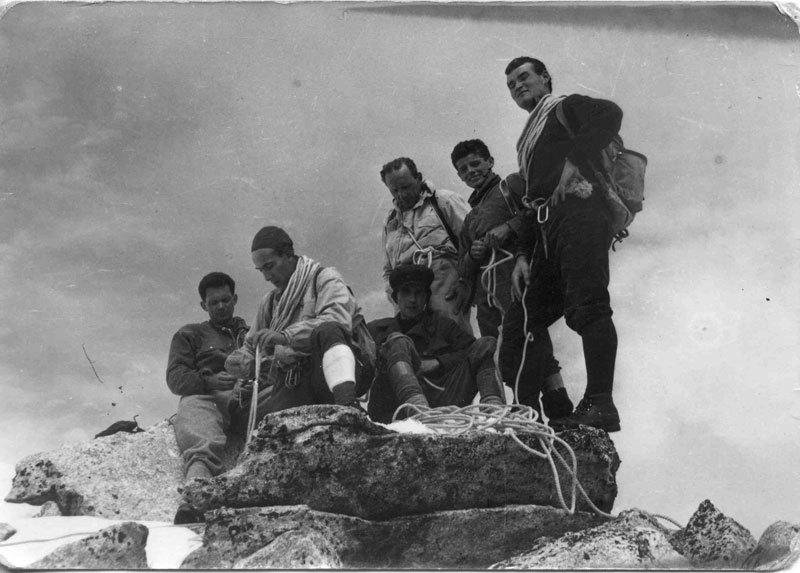 Foto di gruppo, tra gli altri Riccardo Cassin e Rinaldo Amigoni, archivio Luigi Licciardello