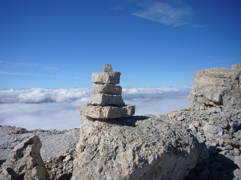 Summit cairn, Tondini