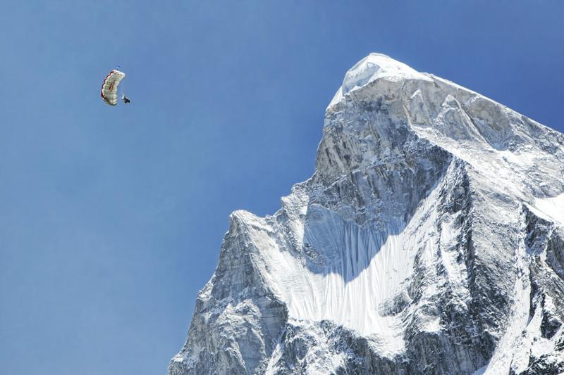 Il russo Valery Rozov e il BASE Jump da quota 6420m dallo Shivling (Himalaya) il 25/05/2012., Red Bull Content Pool