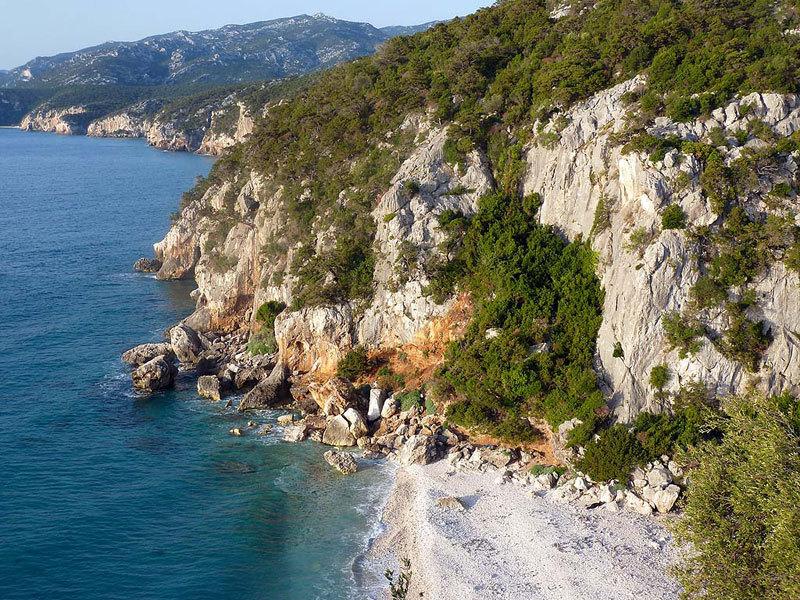 Cala Fuili, una delle falesie sul mare più frequentate della Sardegna, M. Oviglia