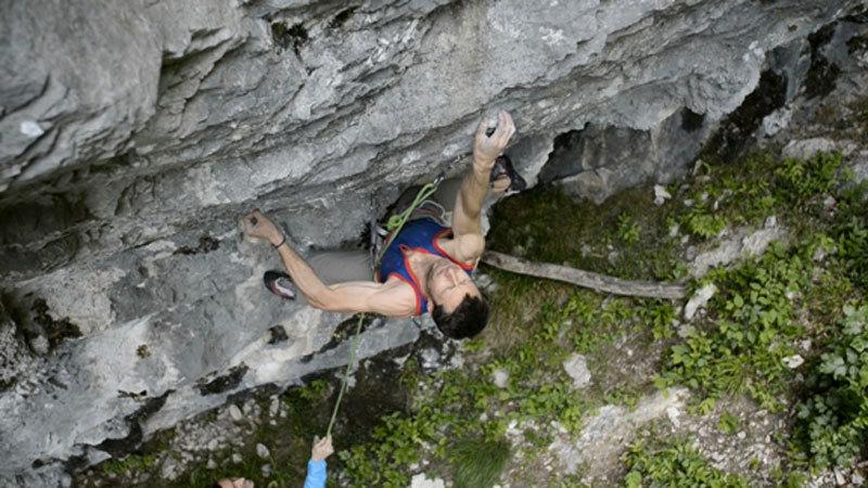 Luca Passini su Make wish 8c+ alla Grotta di Mandello (Lc), Riky Felderer
