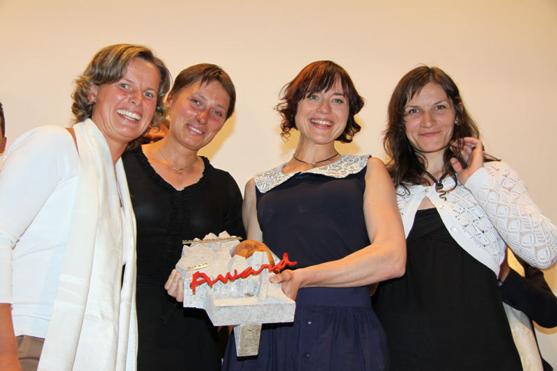 Silke Unterkircher (left) wit Marina Kopteva, Anna Yasinskaya and Galina Chibitok, winners of the Karl Unterkircher Award 2012,