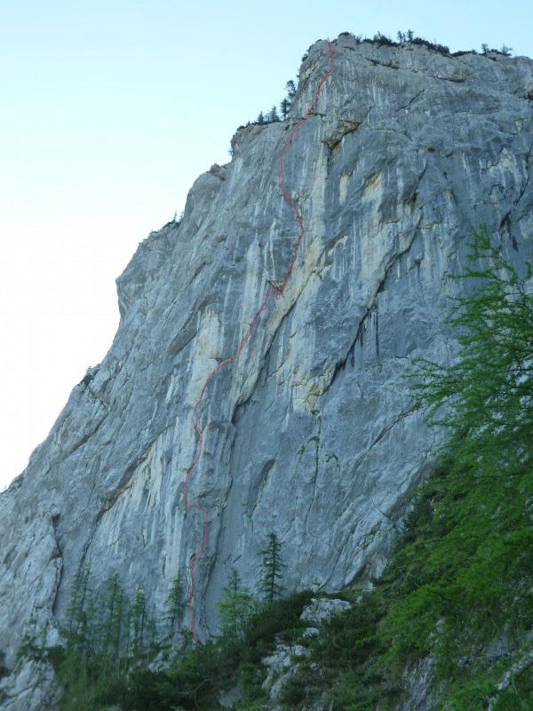 Il 17/06/2012 Luka Lindic e Andrej Grmovšek hanno liberato la loro nuova via di più tiri Rajčeva (8a, 250m) sulla parete nord del Križevnik in Slovenia., Luka Lindič