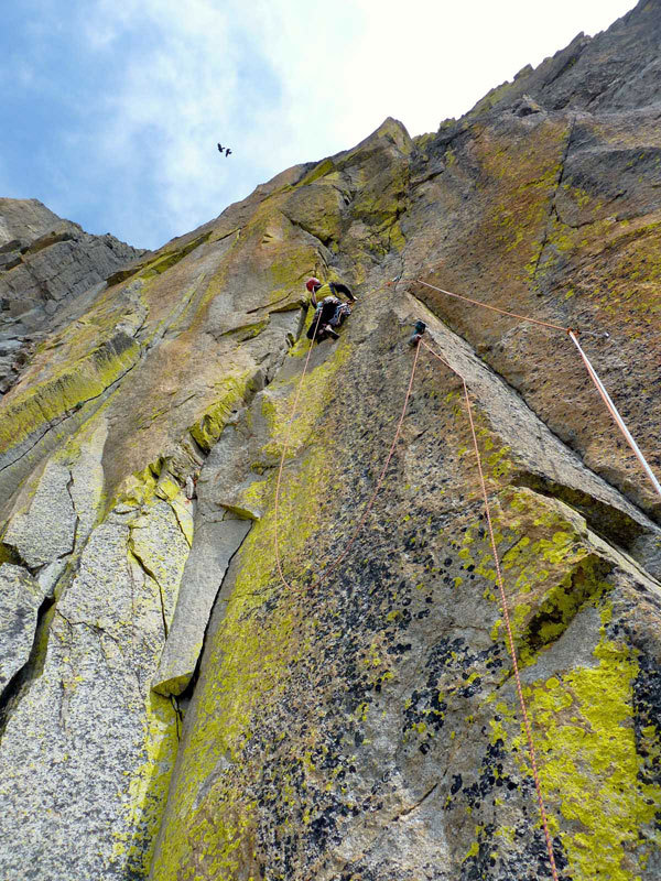 La lunghezza chiave della via, caratterizzata dai licheni gialli., Maurizio Oviglia
