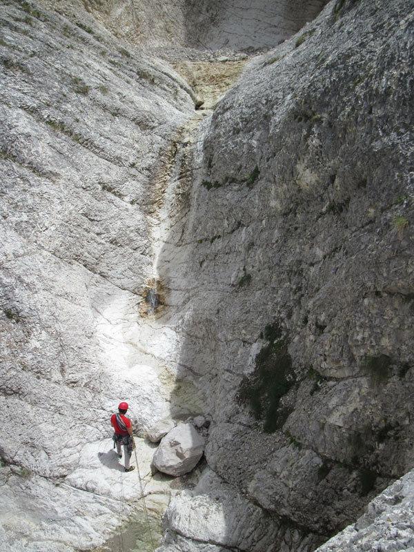 Nella zone delle piscine di Vacanze romane (2070m, 43 tiri, EX-) parete Nord Monte Camicia (Gran Sasso)., archivio A. Di Pascasio, E. Pontecorvo