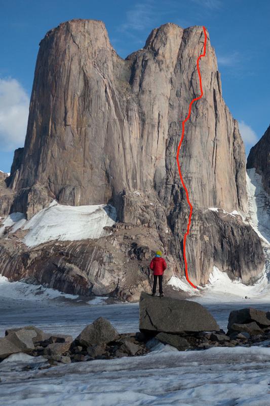 La linea di Sensory Overload (1200m, 5.11+, A1) sulla parte NO della torre sud di Mount Asgard, Baffin Island, aperta da Ines Papert, Jon Walsh e Joshua Lavigne dal 24 - 26/07/2012,
