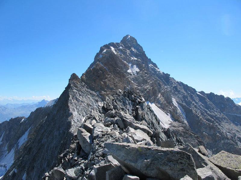 Monte Pioda in primo piano con dietro il Monte Disgrazia, Michele Comi