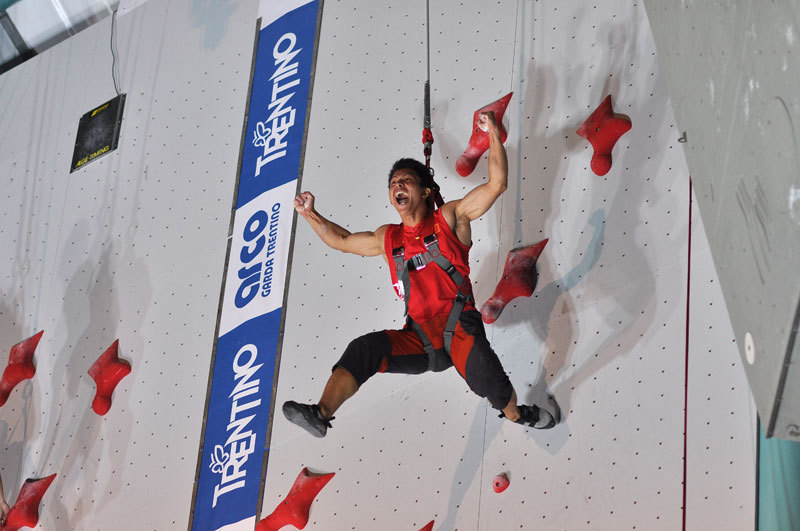 Qixin Zhong after setting the new world record at Arco 2011, Giulio Malfer