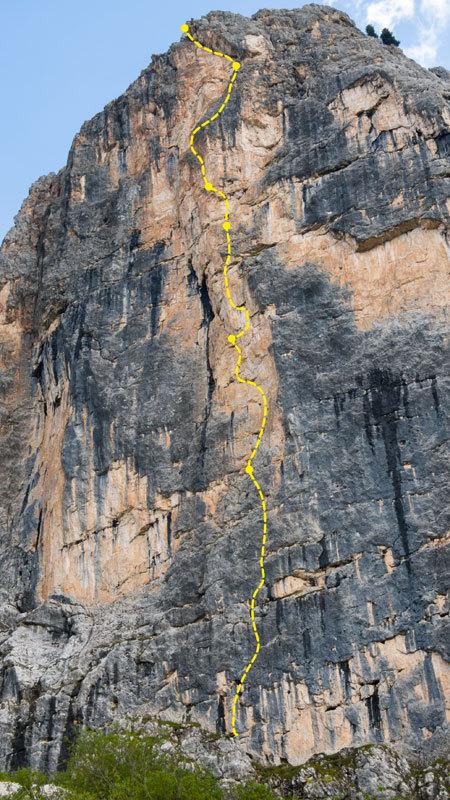 Il tracciato della nuova via Africa aperta da Martin Dejori e Alex Walpoth sulla parete Nord della  Torre delle Mesules Orientale, archivio M. Dejori, A. Walpoth
